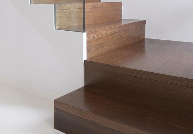 Trapbekleding in hout of laminaat voor betonnen trappen betonnen