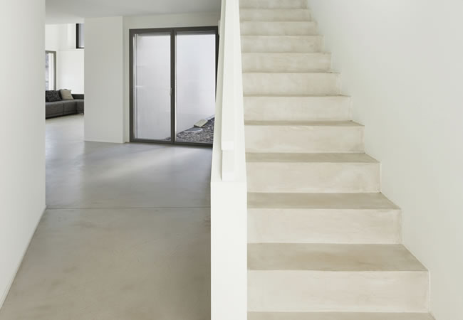 Betontrap in kelder plaatsen of préfabkelder binnen of buiten