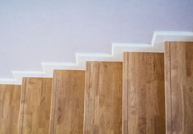 Betonnen trap plinten: de afwerkingsmogelijkheden betonnen trap