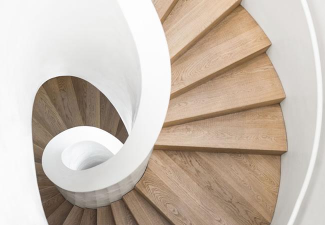 Trapbekleding in hout of laminaat voor betonnen trappen betonnen trap